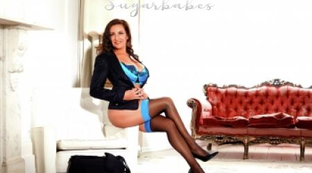 Mature escort Nancy in stockings